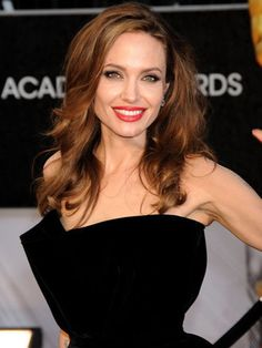 アンジェリーナ・ジョリー(Angelina Jolie)はロイヤルと親戚!