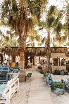 Beach Bar Spotlight – Green Demon Beach Club, Isla Mujeres, Mexico - Fushion News Beach Club, Restaurant Design, Restaurant Bar, Khao Lak Beach, Lamai Beach, Gazebos, Outdoor Restaurant, Boho Home, Beach Shack