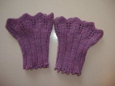 Wrist Warmers, Hand Warmers, Mitten Gloves, Mittens, Home Crafts, Diy And Crafts, Hand Wrist, Fingerless Mitts, Free Pattern