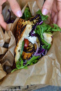 Find the recipe for these amazing EGGPLANT GYROS PITA on http://nutsandblueberries.com/eggplant-gyros-pita/ ***********  Rezept zu diesem AUBERGINEN GYROS DÖNER auf http://nutsandblueberries.de/auberginen-gyros-doener/