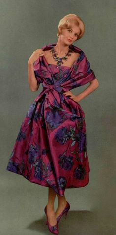 Looks so wearable and comfortable for a perfect evening. Fifties Fashion, 50 Fashion, Retro Fashion, Vintage Fashion, Fashion Design, Vintage Dress Patterns, Vintage Dresses, Vintage Outfits, 1960s Outfits