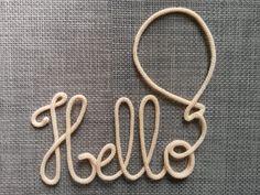 Prénom ou mot 5 lettres en laine au tricotin relié par un ballon ou tout autre forme