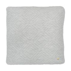 Ferm Living Quilt Cushion - Light Grey - 45 x 45 Produced in a unique three layer material, known for it's stretchy abilities, and with a high Duvet, Grey Quilt, Grey Cushions, Square Quilt, Messing, Bed Covers, Retro, Home Textile, Gray
