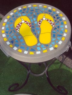 Sunny Day Flip-Flops - Handmade Stained Glass and Concrete Stepping Stone - Round (Wrought Iron Table Base Sold Separately) - Kinsley Houlridge Mosaic Diy, Mosaic Garden, Mosaic Crafts, Mosaic Tiles, Garden Art, Mosaic Projects, Garden Paths, Stone Mosaic, Mosaic Glass