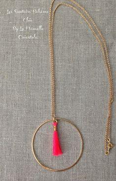 Sautoir Oriental Bohème Chic pendentif pompon rose fluo et cercle en laiton doré - Création La Nouvelle Orientale