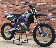 "continues with a Fan Submission 2006 replica build. From the owner """"I'd like to present… Yamaha Motocross, Motocross Action, Motorcross Bike, Motocross Kit, Yamaha Yz 125, Motocross Maschinen, Suzuki Dirt Bikes, Dunlop Tires, Cool Dirt Bikes"
