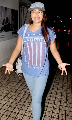 Sonakshi Sinha was chilled out in blue leggings, T shirt and a baseball cap while exiting a movie plex. #Bollywood #Fashion #Style #Beauty
