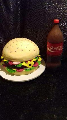 Bolos hamburguer e coca cola