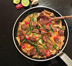 LDNM cutting red thai curry