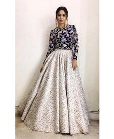 Party Wear Indian Dresses, Designer Party Wear Dresses, Party Wear Lehenga, Indian Gowns Dresses, Dress Indian Style, Indian Fashion Dresses, Indian Designer Outfits, Indian Outfits, Dresses Dresses