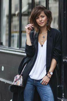 Zoe Alalouch /Jeans, floor-grazing jacket