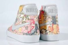 | Flower power post, by MunW blog (www.munw.es).  Nike shoes, from Pinterest. |