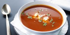 Soupe de tomate à l'indienne Naan, Thai Red Curry, Lunch Box, Ethnic Recipes, Food, Gourmet, Tomato Soup, Yogurt Cups, Kitchens