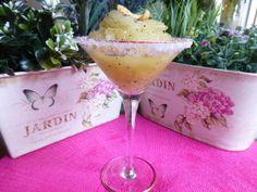 Sorbete de melón con láminas de coco. Ver la receta http://www.mis-recetas.org/recetas/show/43522-sorbete-de-melon-con-laminas-de-coco