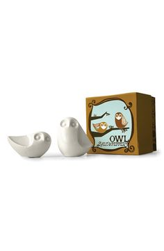 Salt and Pepper Shakers. Too cute.