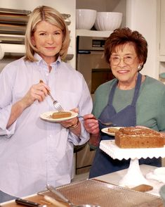 What lessons famous chefs learned from their mothers. Pierogi Recipe, Flan Recipe, Beautiful Mothers Day Quotes, Lemon Meringue Cake, How To Cook Kielbasa, Mother Recipe, Dessert Cookbooks, Canned Peaches, Famous Recipe