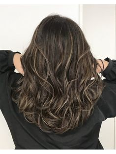 Medium length wave hair is perfect for every woman. No matter your face is round Medium Hair Styles, Curly Hair Styles, Hight Light, Short Hair Waves, Hair Arrange, Permed Hairstyles, Light Hair, Hair Highlights, Balayage Hair
