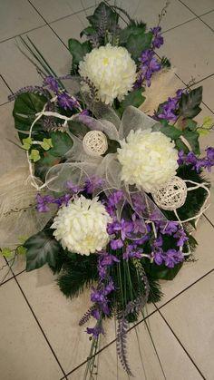 Wszystkich Świętych Funeral Flowers, Ikebana, Topiary, Floral Arrangements, Floral Wreath, Table Decorations, Flower Arrangements, Plants, Floral Crown