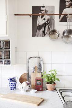 Kitchen Interior, New Kitchen, Kitchen Dining, Kitchen Decor, Kitchen Display, Kitchen Art, Kitchen Styling, Kitchen Tiles, Space Kitchen