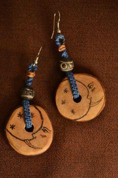 Boucles d'Oreille Lune Hivernale Bois Pyrogravé