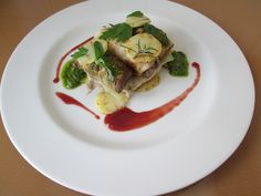 Gino D'Aquino / Maiale   braciola e  involtino  alle olive  ,verdure''( cavolo  cappuccio in  foglia  ,melenzane ripiene  e patatine dischetto)'' pesto  al basilico e salsa alle ciliegie   / Gino   D'Aquino