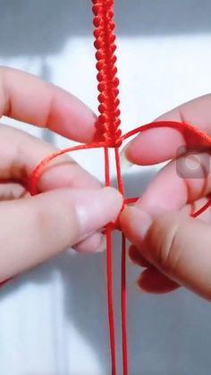 Diy Bracelets Video, Diy Bracelets Patterns, Diy Friendship Bracelets Tutorial, Bracelet Crafts, Bracelet Tutorial, Crochet Bracelet, Diy Crafts Hacks, Diy Crafts For Gifts, Diy Projects