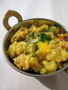 Vajickovo - hraskove kari / Eggs and peas curry Egg Curry, Vegetarian Curry, Green Peas, Potato Salad, Potatoes, Eggs, Sweet, Ethnic Recipes, Food