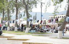 """Tendedero. Pineado de http://zachary-jones.com/photovocab/spanish-word-of-day-2013-07-01-tendedero-2/ Con el propósito de apoyar a las personas que resultaron damnificadas por las inundaciones en la ciudad de Piedras Negras, se montó """"El tendedero más grande de Coahuila (México)"""". """"Es un acopio de ropa, hay un tendedero lineal que representa como el patio de nuestra casa donde se lava y donde está esa ropa que usamos todos los días, para donarla a nuestros hermanos de Piedras Negras"""""""