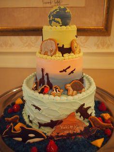 地球の動物達をたくさん入れた壮大なウェディングケーキです。