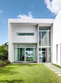 Moderner Garten Mit Pool Und Sonnenterrasse | Garten | Pinterest | Garten  Mit Pool, Moderne Gärten Und Pflege