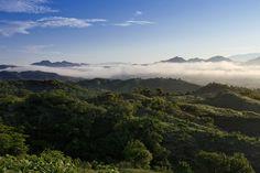 En tu próxima visita a Cosalá, échate una vuelta por la Reserva Ecológica de Nuestra Señora: un espacio de 5000 hectáreas lleno de bosques tropicales, donde vive una gran diversidad faunística destacando; la guacamaya verde, aguililla gris, búhos e iguanas, entre otros. #ecoturismo #VisitSinaloa #MágicoCosalá