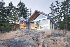 Burgers Architecture has built a home on Vancouver's Bowen Island with gabled volumes that culminate in glass walls to overlook the region's waterway. U Shaped Houses, Bowen Island, Outdoor Steps, Roof Design, Modern Exterior, Beautiful Buildings, My Dream Home, Building A House, Building Design