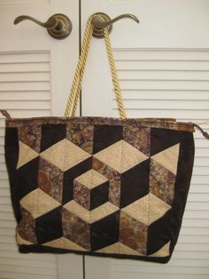 Elegant Quilted Tote Bag with Hexagonal Cubes