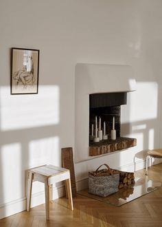 Kaminofen Mit Einem Aufbewahrungskorb Von Marimekko. Die Marimekko Stoffe  Sind Bekannt Für Ihre Skandinavischen Muster