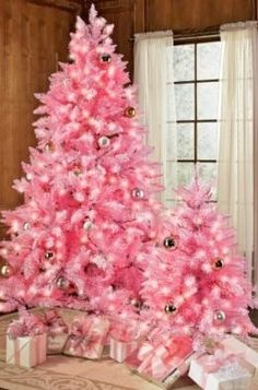 Mesothelima: 101 Happy Merry Christmas 2019 Wishes and Image.- Mesothelima: 101 Happy Merry Christmas 2019 Wishes and Images - Pink Christmas Tree Decorations, Cool Christmas Trees, Noel Christmas, Beautiful Christmas, Christmas 2019, Christmas Lights, Silver Christmas, Xmas Trees, Happy Merry Christmas
