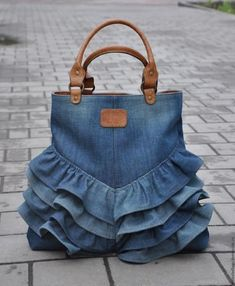 """Одноклассники """"Love this upcycled denim bag!"""", """"How to make bag from old jeans"""" Diy Jeans, Jeans Pants, Diy Denim Purse, Diy Bags Jeans, Artisanats Denim, Denim Bags From Jeans, Mochila Jeans, Blue Jean Purses, Denim Jean Purses"""