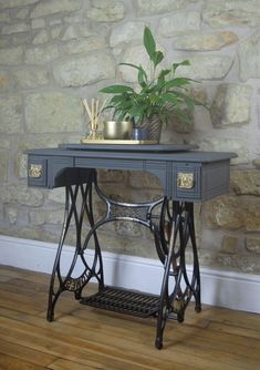 Antique Sewing Machine Table, Vintage Sewing Table, Antique Sewing Machines, Singer Table, Singer Sewing Tables, Repurposed Furniture, Painted Furniture, Deco Furniture, Furniture Design