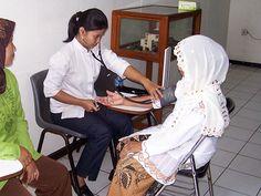 Doctor Help, Free Fitness, I School, Ways To Save Money, Doctors, Saving Money, Sick, Health Care, November