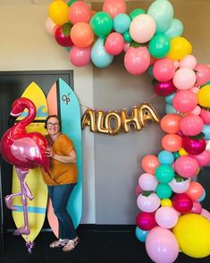 This beautiful tropical balloon garland used monstera leaves as an addition to the bright tropical colors of the balloons. Thomas Birthday Parties, Luau Birthday, Birthday Balloons, Balloon Arch, Balloon Garland, The Balloon, Aloha Party, Monstera Leaves, Hawaiian Theme