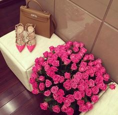 Image via We Heart It https://weheartit.com/entry/178076163/via/4644397 #boyfriend #chanel #classy #cosy #gift #girly #pink #Prada #roses #shoes #tumblr #luxary