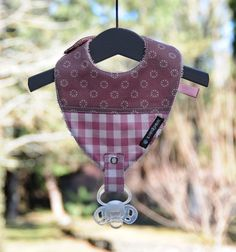 Bavoir attache tétine taille 0/36 mois en coton vieux rose/blanc  et doublé en éponge .