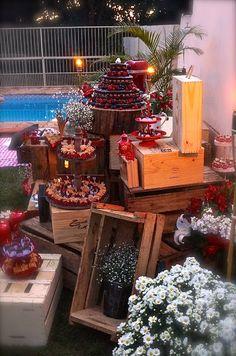 Mesa do bolo e doces por Projetos Inventivos