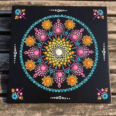 Mandala - love the corners! Dot Art Painting, Mandala Painting, Stone Painting, Mandala Painted Rocks, Mandala Rocks, Mandela Art, Mandala Canvas, Design Tattoo, Mandalas Drawing