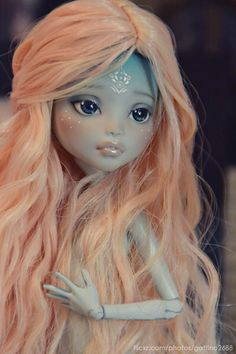 Monster High Repaint : I don't care much for MH Dolls, but this is lovely ✨ Custom Monster High Dolls, Monster High Repaint, Custom Dolls, Ooak Dolls, Blythe Dolls, Barbie Dolls, Bratz Doll, Pretty Dolls, Beautiful Dolls