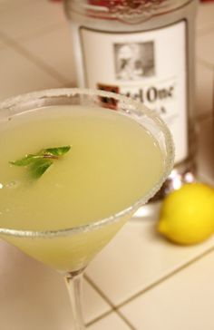 Oprah's Lemon Drop Martini This has been one of my favorite drinks for years now. It its sweet and refreshing and the addition of mint really adds something. You cannot necessarily taste the mint but in my opinion it'… Party Drinks, Cocktail Drinks, Fun Drinks, Alcoholic Drinks, Cocktail Shaker, Lemonade Cocktail, Best Bar Drinks, Lemon Drop Cocktail, Lemonade Diet