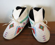 Beaded Moccasins KQ Designs http://kqdesigns.com/belloramocs.htm