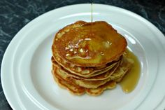 Almond Pancakes Recipe - easy low carb, paleo & keto friendly fluffy pancake recipes with ground almond flour with full video tutorial and printable recipe. Almond Meal Pancakes, Low Carb Pancakes, Gluten Free Pancakes, Protein Pancakes, Pancakes Easy, Breakfast Pancakes, Almond Recipes, Low Carb Recipes, Real Food Recipes