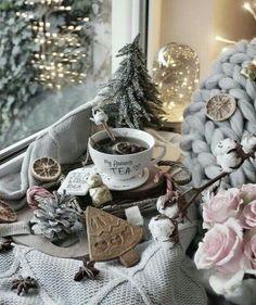 Lantern Christmas Decor, Wall Christmas Tree, Scandinavian Christmas Decorations, Silver Christmas Decorations, Modern Christmas Decor, Christmas Candle Holders, Colorful Christmas Tree, Christmas Table Settings, Christmas Aesthetic