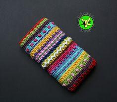 Häkel-Handytasche von NeedleNuts bei Dawanda Crocheted Mobile Cozy