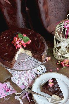 Túró, kókusz és csokoládé . . . a torta egyszerűsége a mutatósságában rejlik, az ötletet a búvár túrós nev...